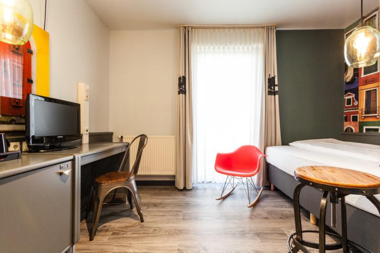 Gemütliches Zimmer im Best Western Hotel Nuernberg mit Fernseher