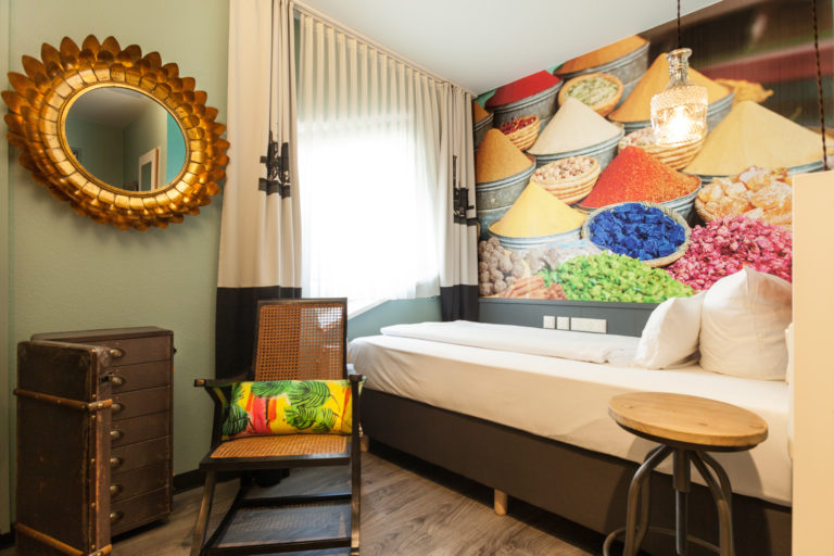 Hotelzimmer in orientalischem Design am Hauptbahnhof