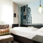 Sehr helles Hotelzimmer in modernem Design am Bahnhof