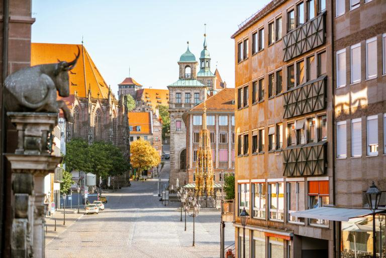 Ein Ausblick auf die Altstadt Nürnberg am frühen morgen.